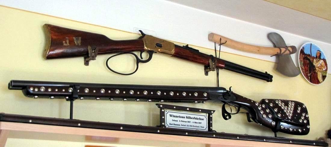 """stolz sind sie nebeneinander vereint """"die berühmten Gewehre"""""""