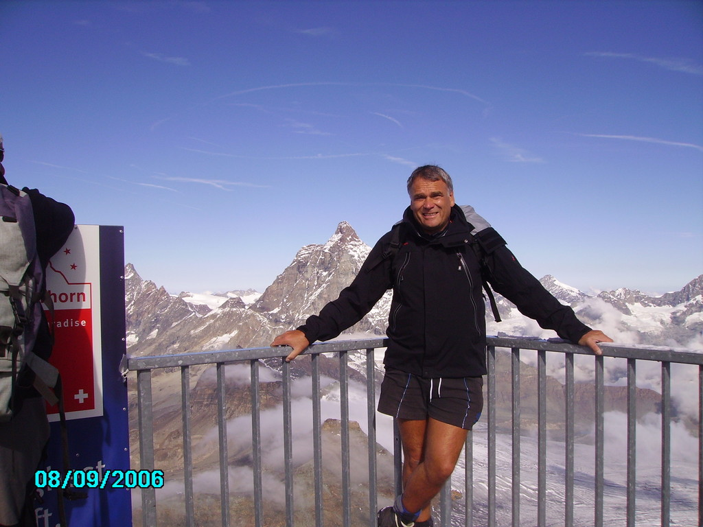 am kleinen Matterhorn knapp an die 4000 meter - im Hintergrund das Matterhorn