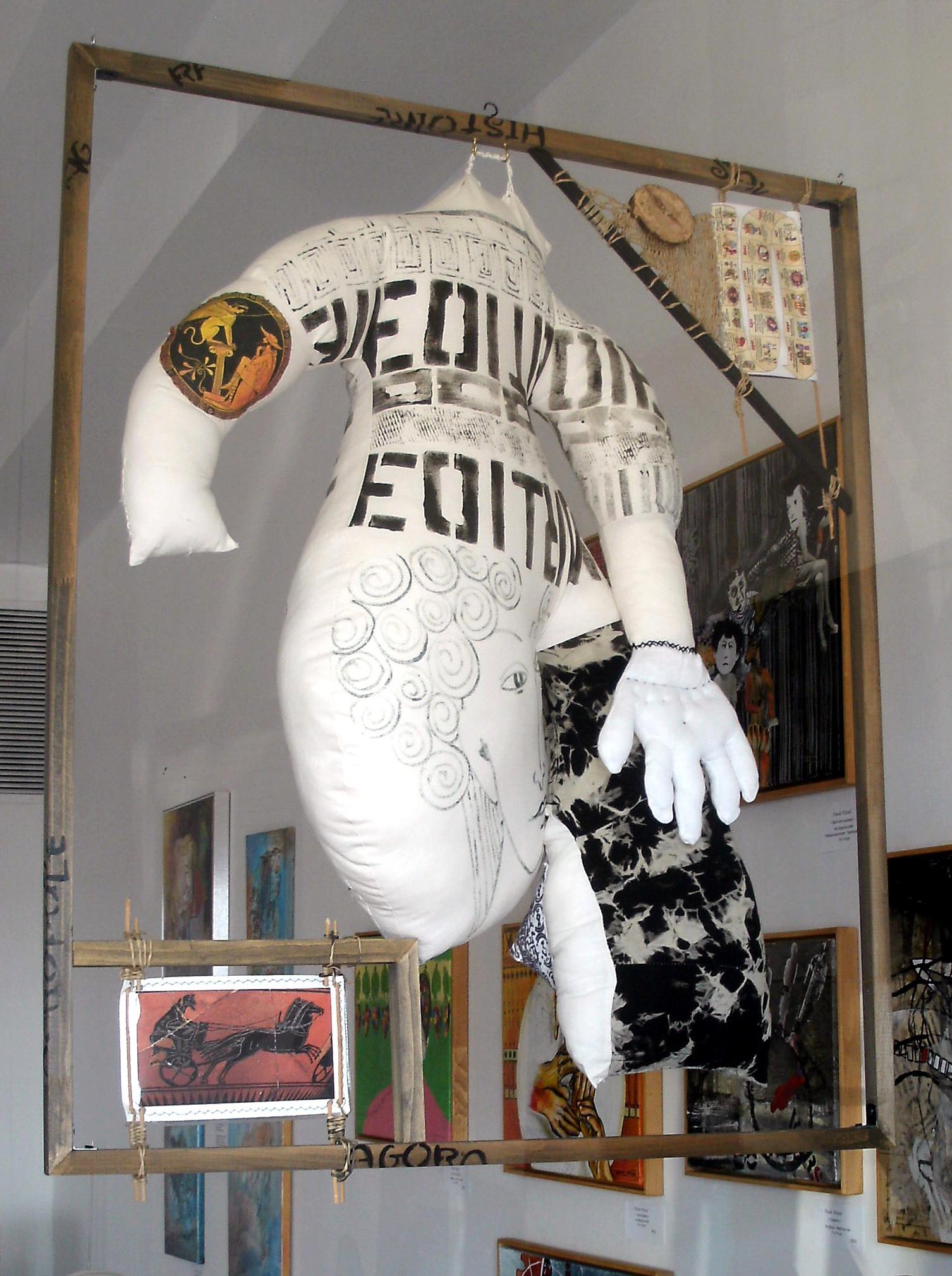 FRISSONNER POUR L'HISTOIRE DE L'ANTIQUITÉ, tissus, rembourrage de polyester, technique mixte, 36'' X 30'', 200,00$