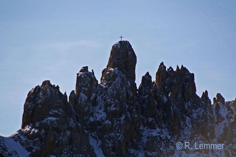 Gipfel neben Schlern mit 500er Tele fotografiert