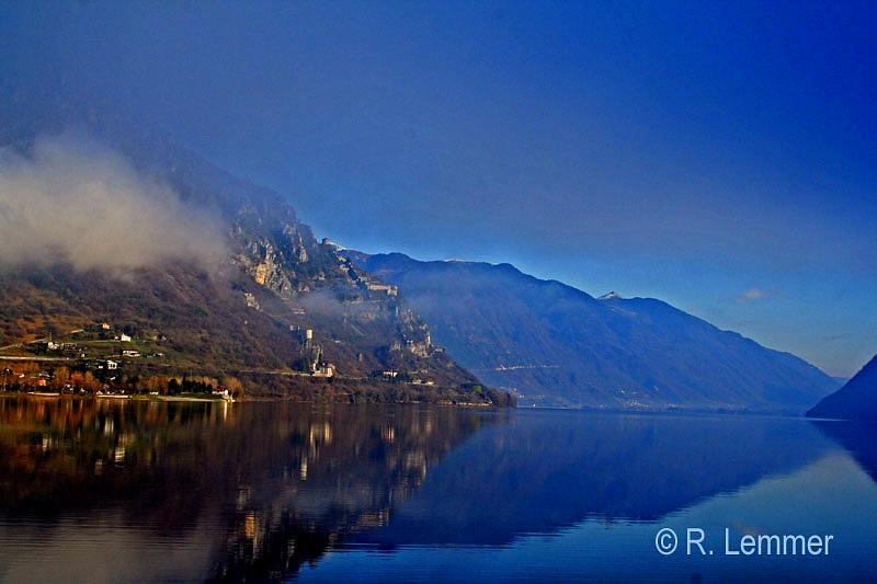 Lago d'Idro im Morgen Nebel