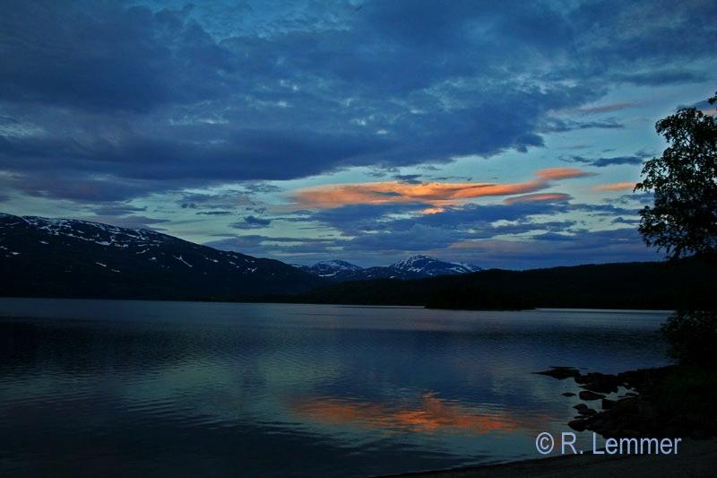 Sonnenuntergang am Fustvatnet See um 22.30