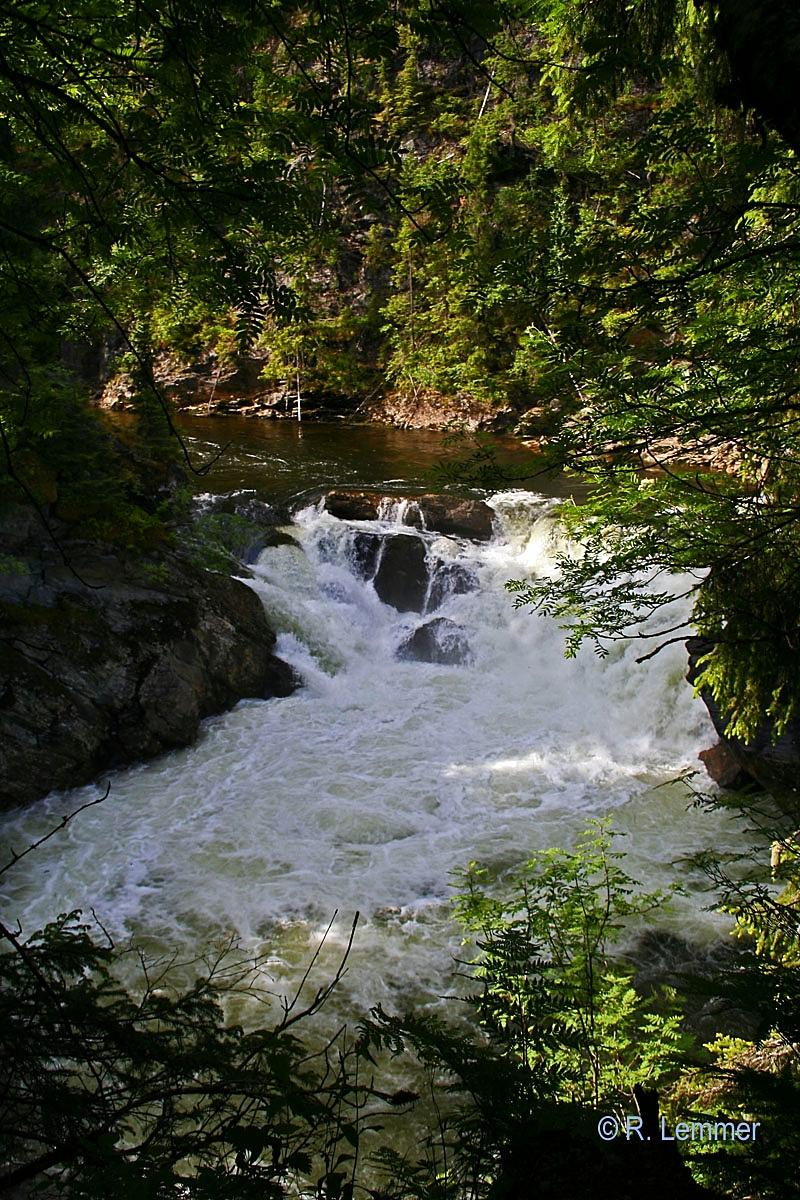 Wasserfälle auf dem Weg nach Åkrestrømmen