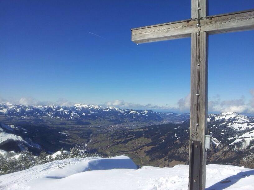 Blick ins Ostrachtal vom Gipfelkreuz Ornach