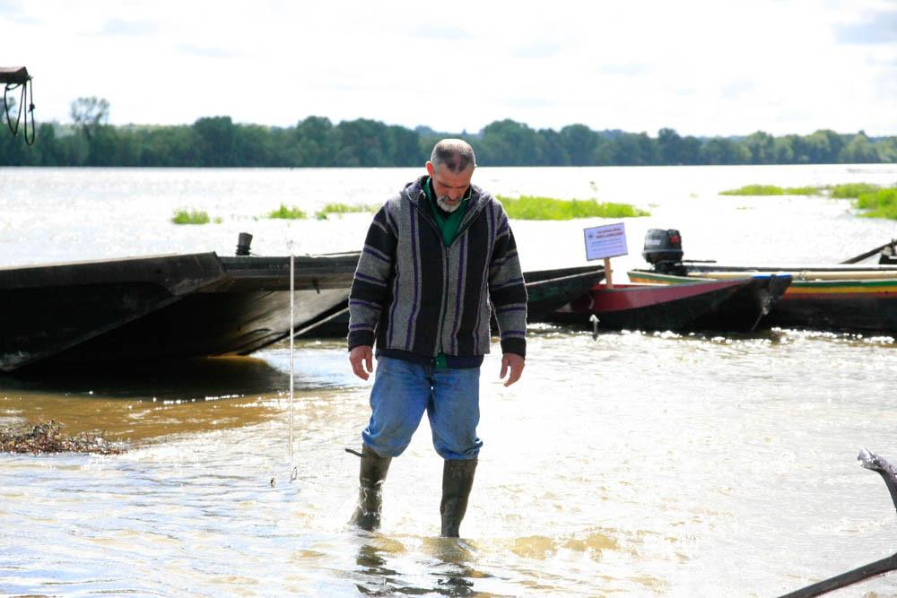 Hervé surveille les bateaux
