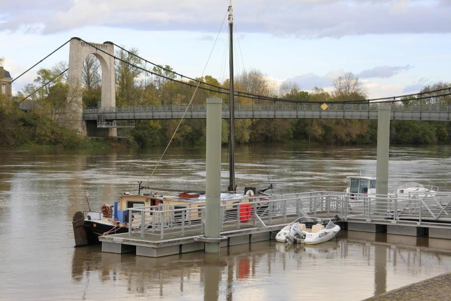 Le bateau de Thomas Geoffrion au ponton de Chalonnes sur loire