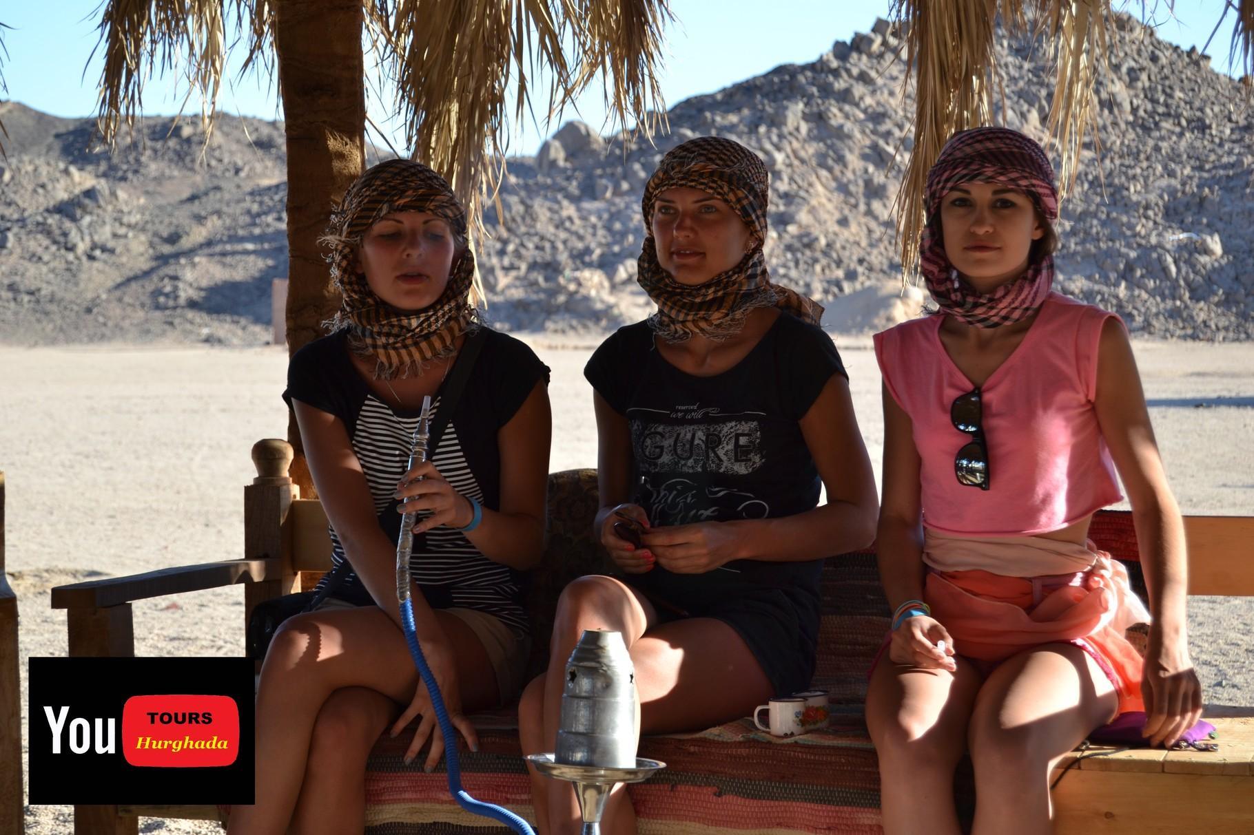 Schisha Rauchen in der Wüste