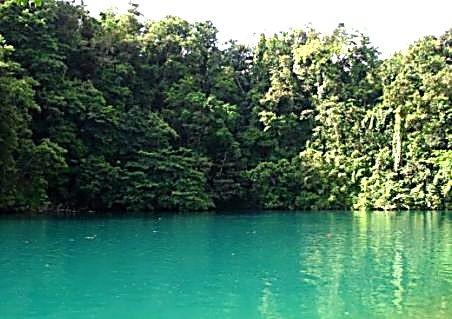 Blick auf die Blaue Lagune in Port Antonio. Jamaica