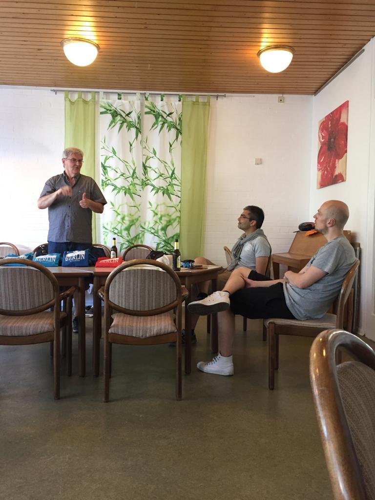 Begrüßung von Ehem. Bowlingleiter Guido Schneider & sitzend: Bowlingleiter Kevin Lindemann & der 2. Bowl. Leiter Malte Krieger