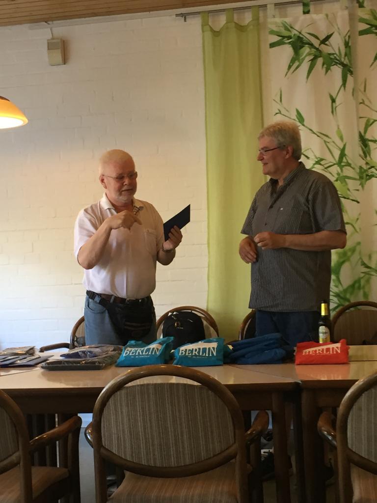 Dank für Helfer Harry Ostrog und er verzichtet das Geld und spendet an Bowlingkasse !