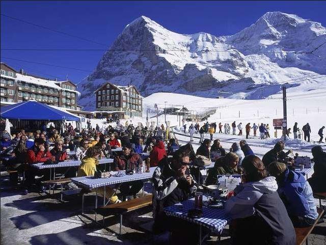 Touristen im Schnee
