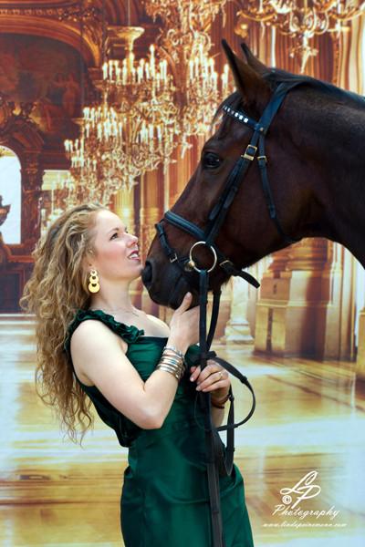 """Fotomodel """"Freya mit Ihrem Pferd"""" Aufnahmen im Mobil-Studio in VerdenFotomodel """"Freya mit Ihrem Pferd"""" Aufnahmen im Mobil-Studio in Verden"""