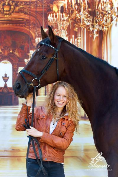 """Fotomodel """"Freya mit Ihrem Pferd"""" Aufnahmen im Mobil-Studio in Verden"""