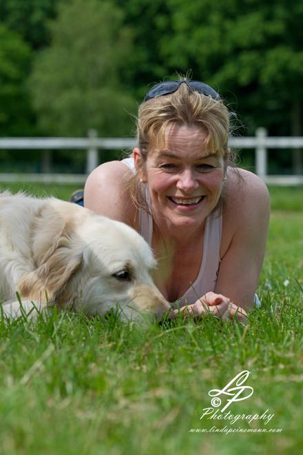 """Hunde & Pferdefotografie für Anfänger/innen - Pferdemuseum Verden Mai 2014 - """"Dagmar mit Hund"""""""