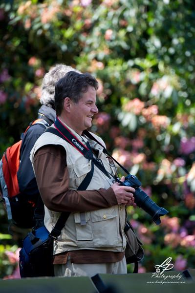 VHS Twistringen Workshop / Vogelpark Walsrode Juni 2014 - Klaus Peter beobachtet