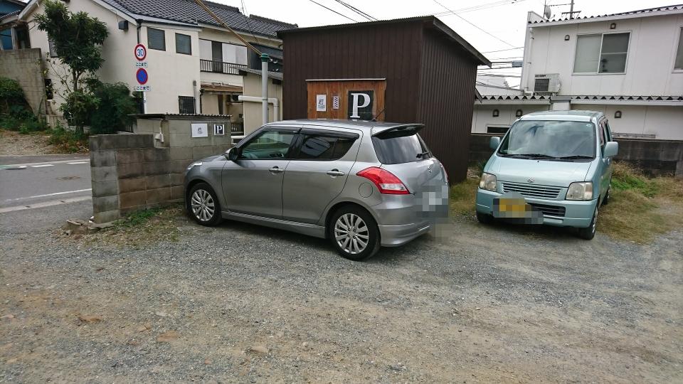 ブロック塀を前か後ろ向きに駐車お願いします