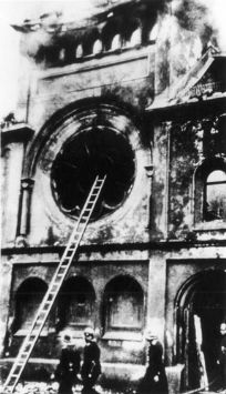 Synagoge Ohel Jakob am Morgen nach der Reichskristallnacht.          Quelle: Yad Vashem