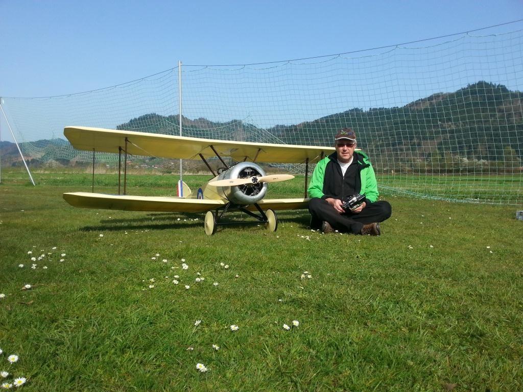 Der Stephan mit seiner 2,80m Sopwith Pup, 180ccm Moki Sternmotor, 16Kg Abfluggewicht