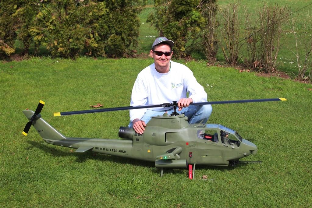 Robert und seine 2m Cobra AH-1 S, 8.5Kg, 12S, Kosmik 200A, Pyro800-48