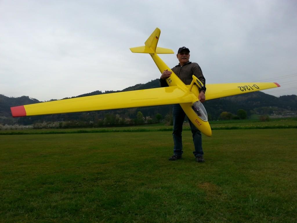 Ewald mit seinem 4,20m Röhnsegler Ka6-E
