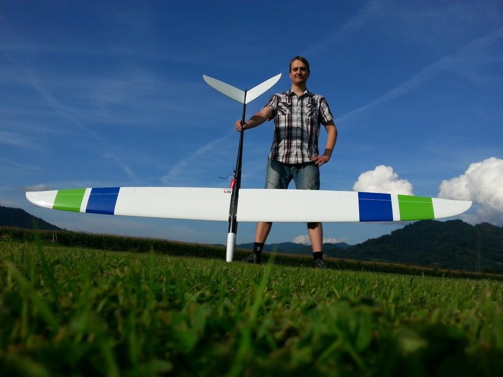 Daniel und seine StratAir Hurrican mit 2955mm Spannweite, 3090gramm Abfluggewicht und 2KW Leistung
