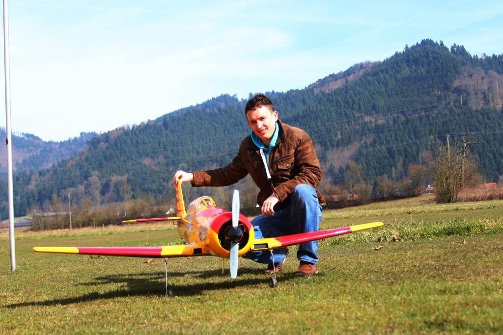 Matthias und seine Sea fury von Graupner mit 1,80m Spannweite und ZG20 Motor