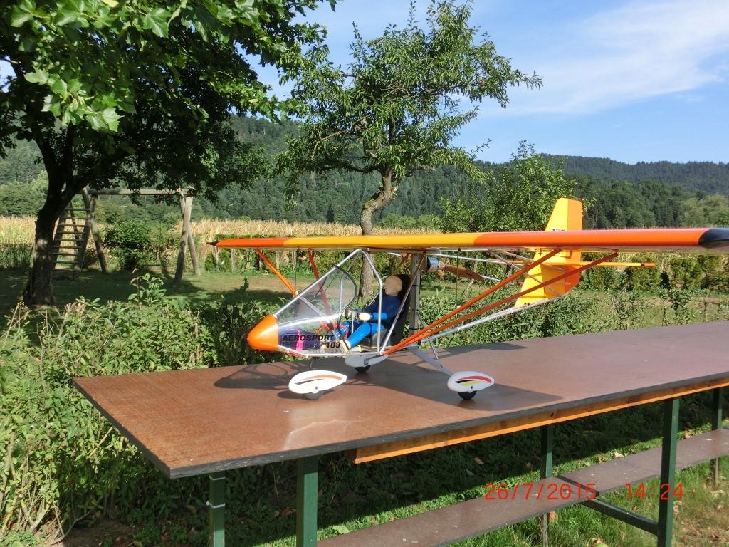Hier eine 2.4m, 6S, Aerosport 103. Pilot: bernd Blum
