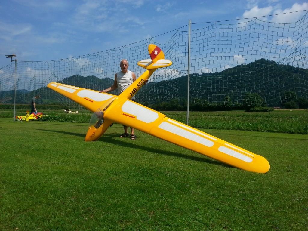 Adolf und seine Moswey 4A mit 6.50m Spannweite und 12.5Kg Abfluggewicht