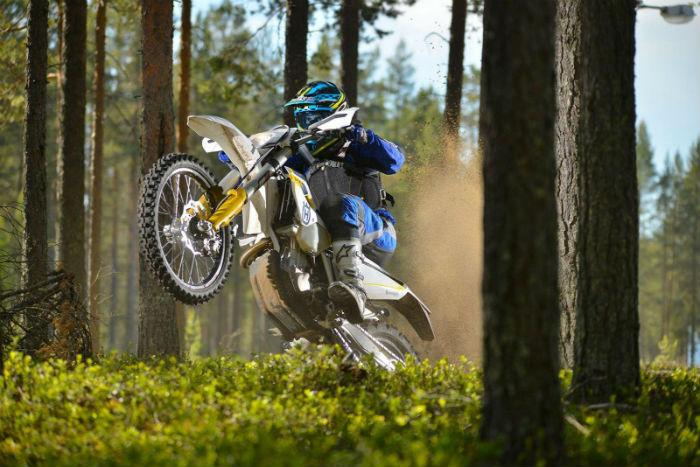Так зажигают в Грузии: на мотоцикле по воде!