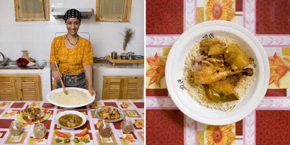 Алжир. Блюдо: кускус с курицей и овощами.