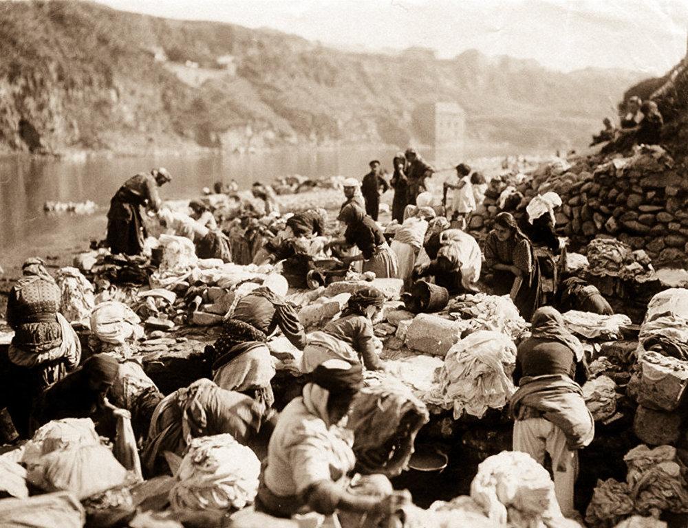 Тифлис, прачки на берегу реки Куры.