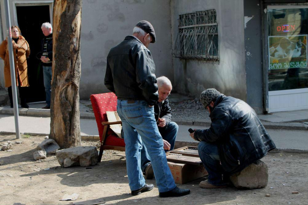 Нарды на улицах Тбилиси. Фото: Гванца Гагнидзе