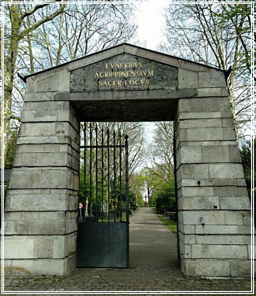 Eingangstor zu Melatenfriedhof an der Aachenerstraße