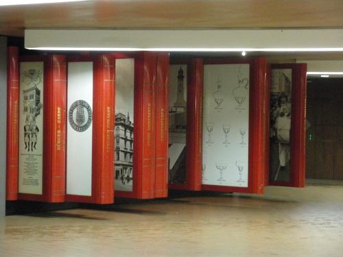 Riesen Bücher in Ehrenfeld