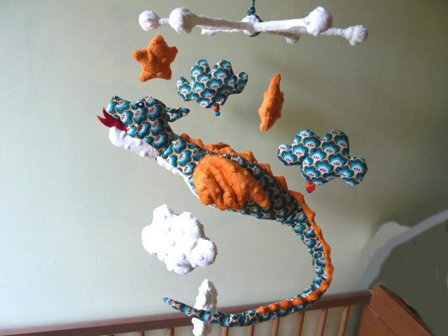 Mobile dragon nuages décoration chambre bébé garçon orange turquoise ...