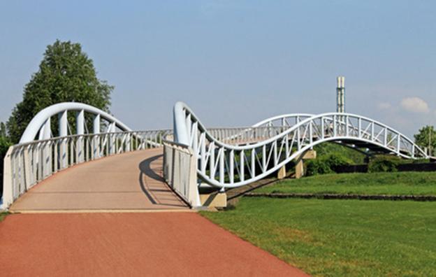 Fußgängerbrücke im Neulandpark, Leverkusen
