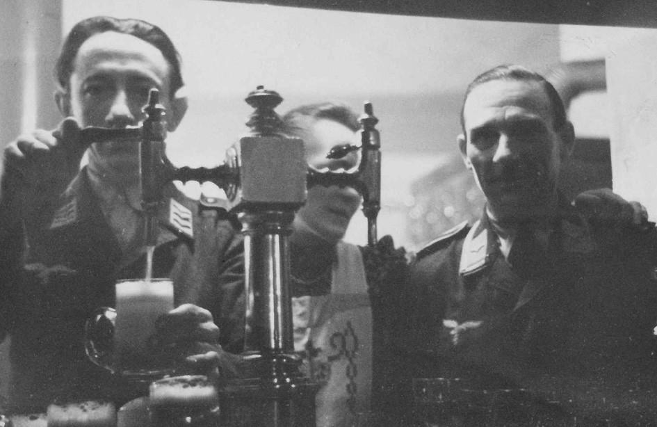 Soldaten im 2. Weltkrieg um 1940 - Kreuzsäule Neusilber