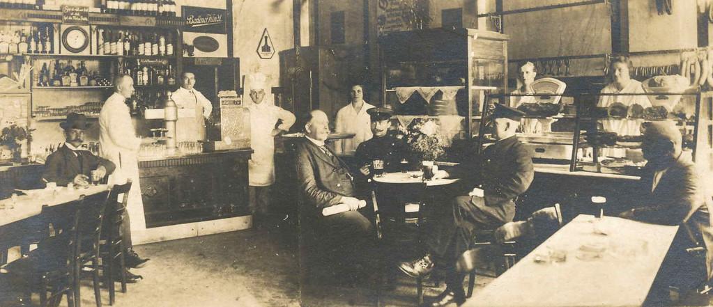 Gasthaus um 1915 - Balkensäule Neusilber