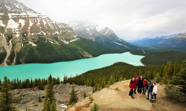 カナダ横断旅行 ロッキー山脈ペイトー湖にて