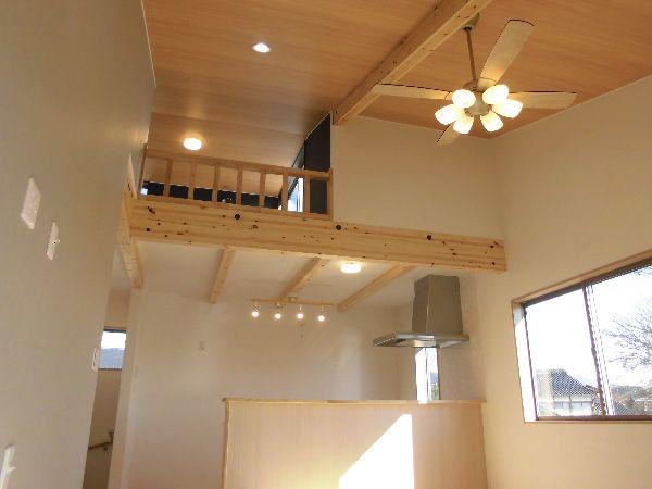 勾配天井のリビング