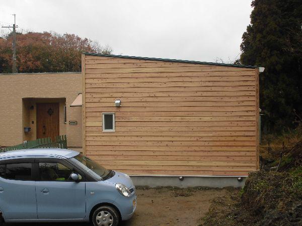 味わいのある無垢杉板張りの平屋