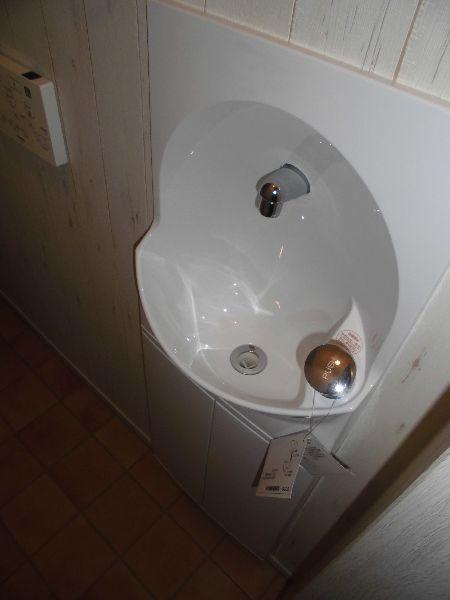 リーズナブルな定量止水栓手洗器