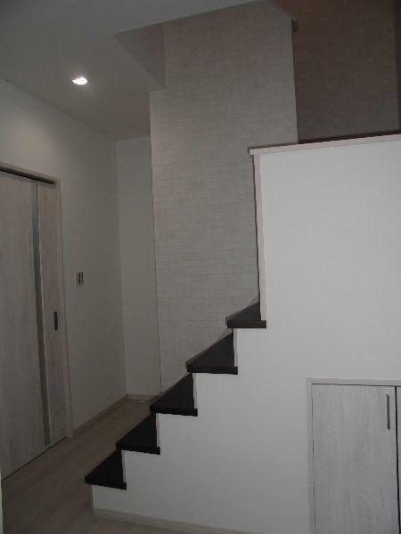 玄関前が広く感じる階段