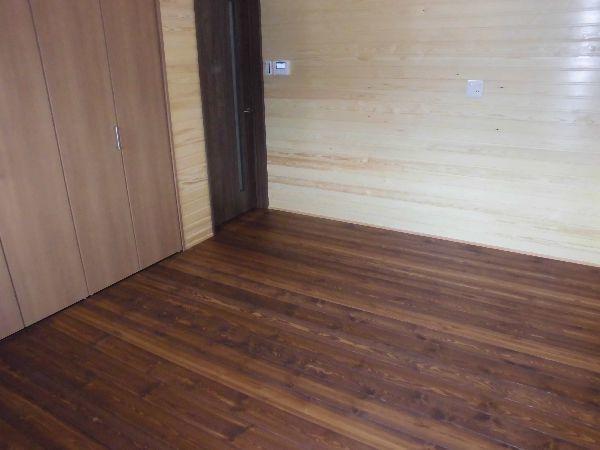 無垢フローリングの寝室