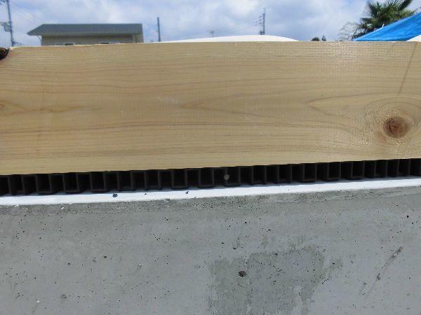 岡山県産の檜の土台と通気パッキン