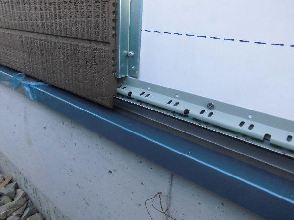 通気水切りと通気金具による外壁