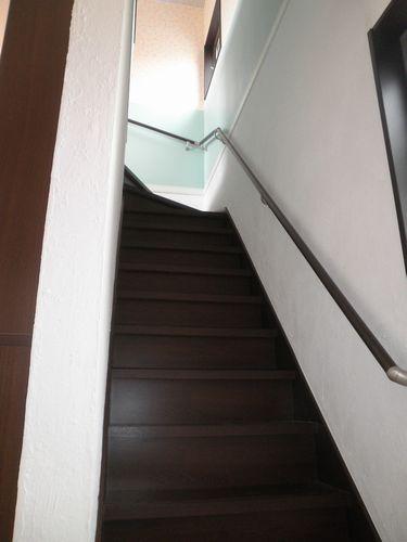 階段も漆喰を塗られました