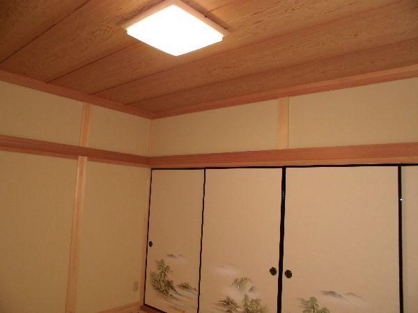 杉赤の長押のある和室