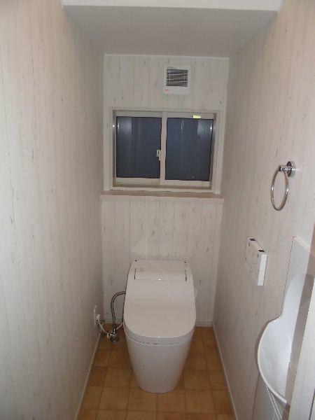 階段下を有効利用したトイレ