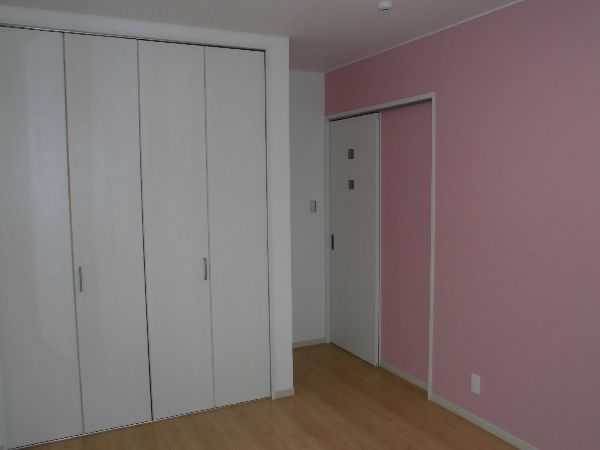ピンクがかわいい女の子用子供室